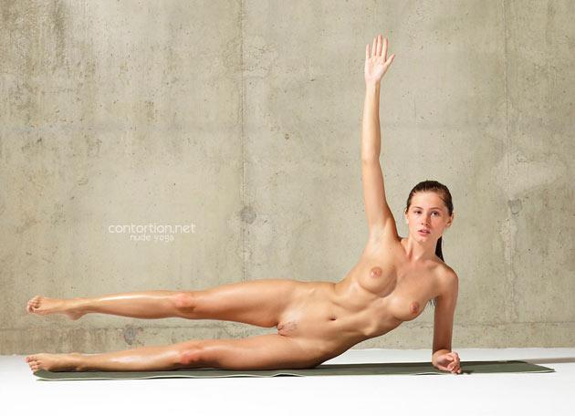 Hot girl naked doing yoga