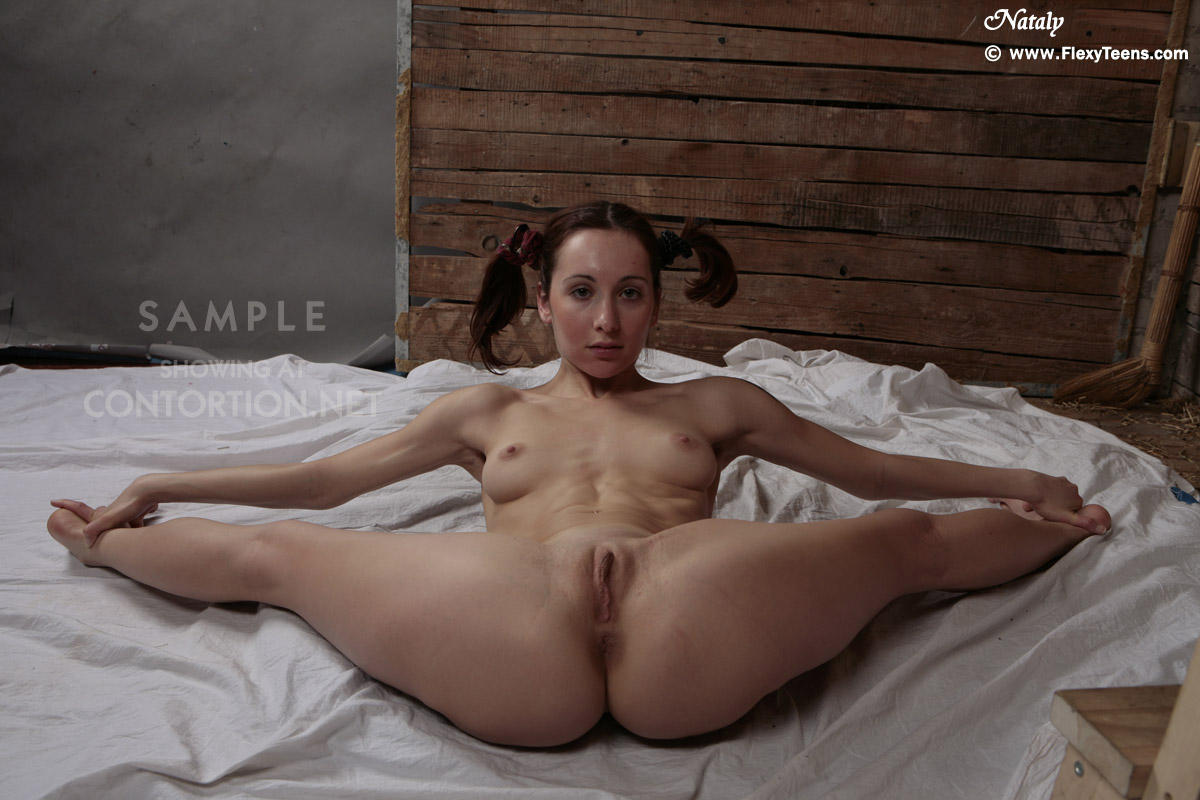 Nude contortionist women showing pussy free