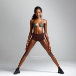 Nude fitness show from ebony beauty exposing and oiling body