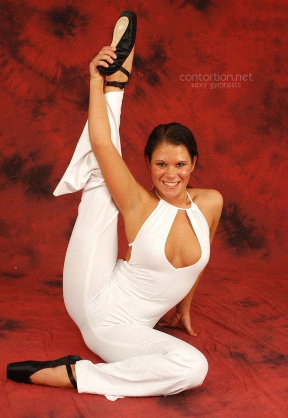 hot girls do the splits naked