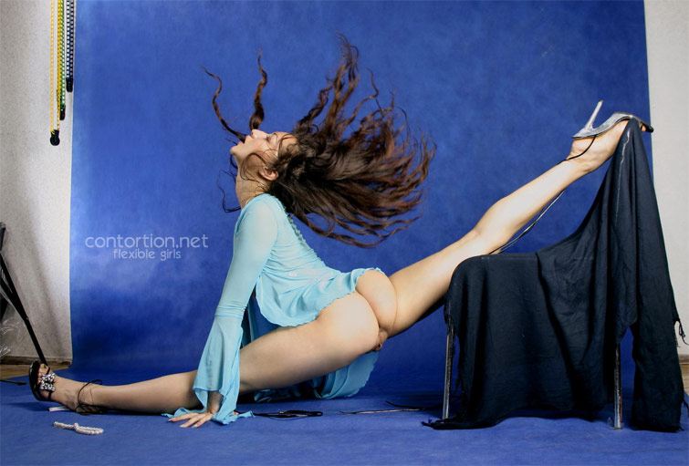 Naked flexible girls