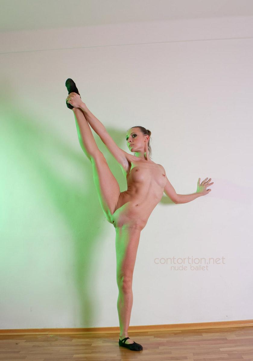 Naked ballet dancer