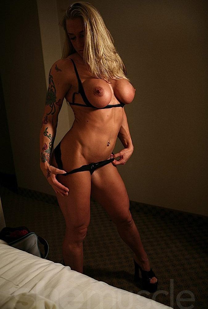 nude female bodybuilder