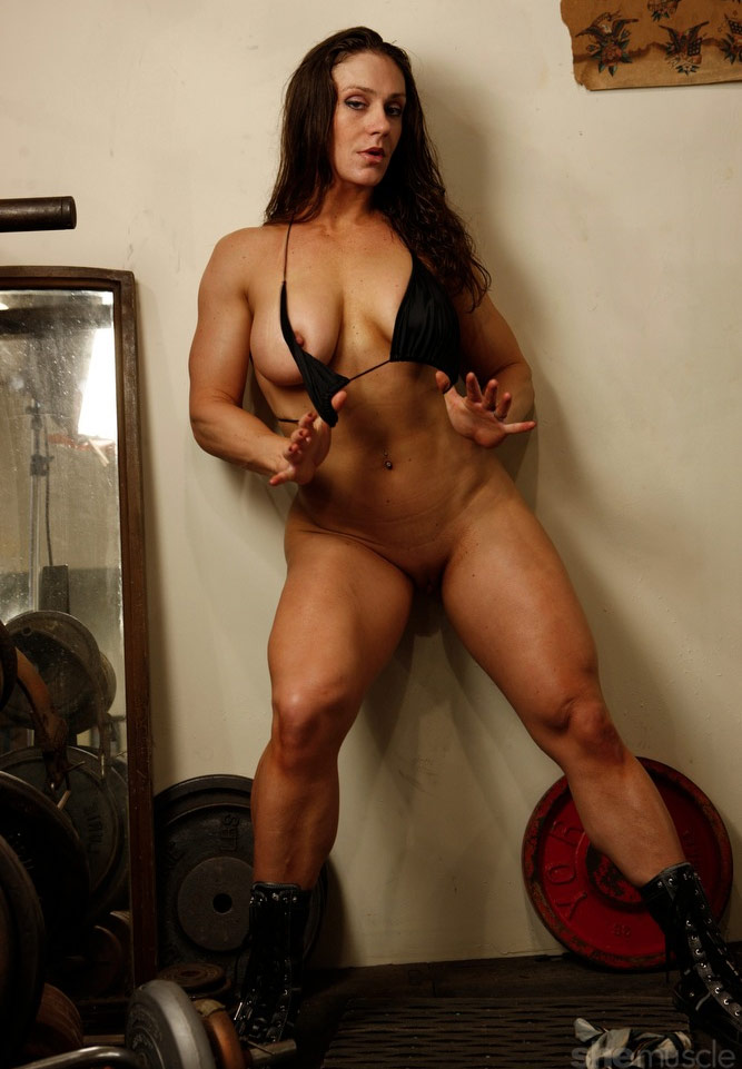 nude muscle woman