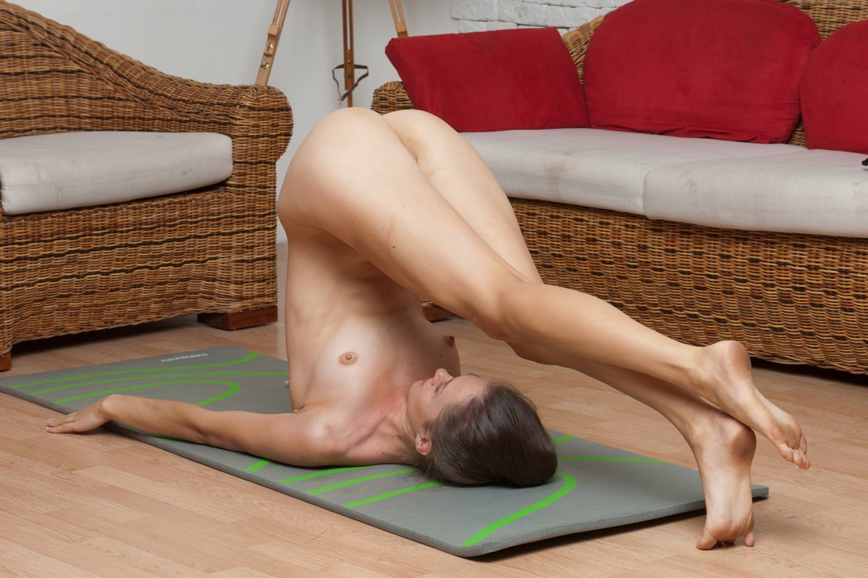 Nude Yoga Show Of Sexy Yoga Instructor Showing Super -5999