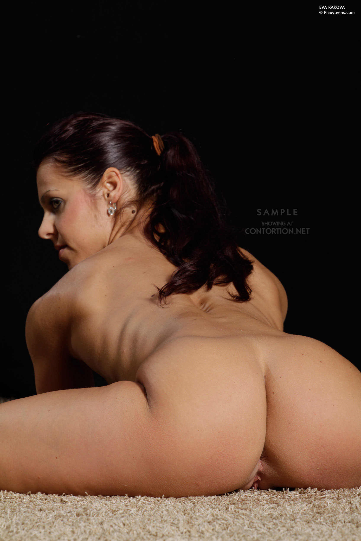 Nude contortionist women